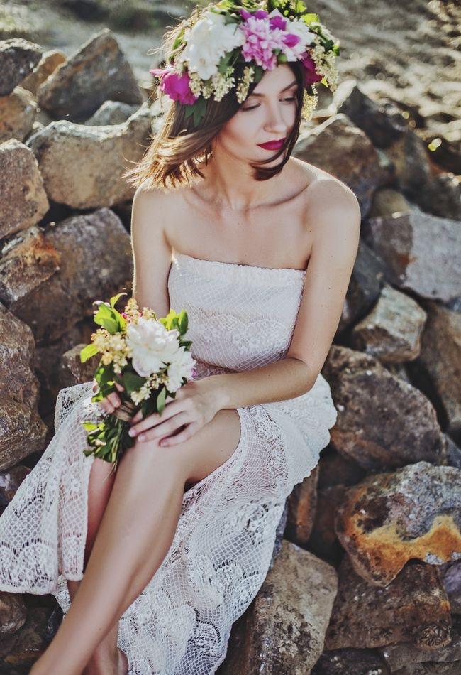 Choosing Your Wedding Dress Bride Bridal Gown Flowers Bouquet Pink Florals Lace www.unsplash.com