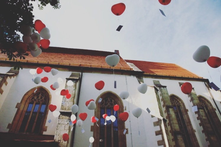 Balloon Message German Ceremony Wedding Idea