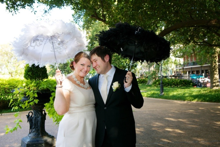 Bride Birdcage Veil Kate Spade Necklace Groom Champagne Tie Umbrellas New Orleans Wedding www.eauclairephotographics.com